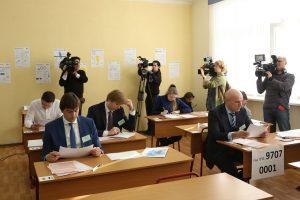 Руководитель Рособрнадзора и более трех тысяч родителей испытали свои силы на пробном ЕГЭ по русскому языку